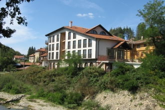 Newly built hotel near mineral spring in the vacation village of Voneshta voda